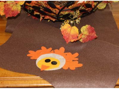 Diy thanksgiving turkey felt table runner