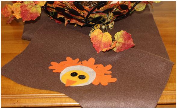 diy-thanksgiving-turkey-felt-table-runner | Kim Byers