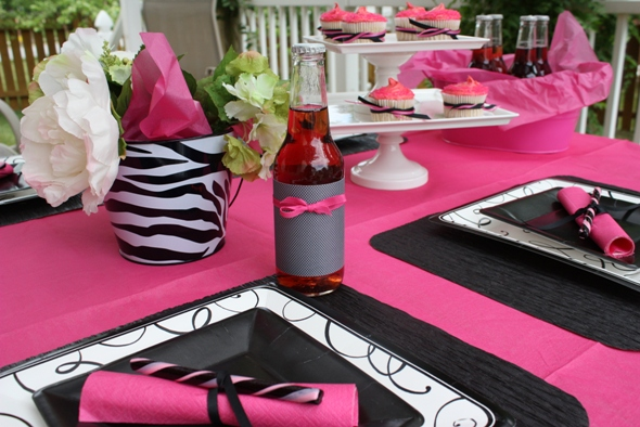 Divine pink and black table decor21