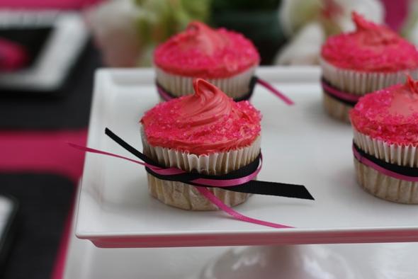 pink-and-black-chic-cupcake