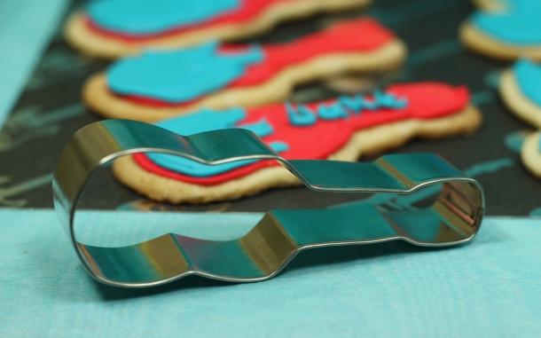 the-celebration-shoppe_rock-star-guitar-cookie-cutter