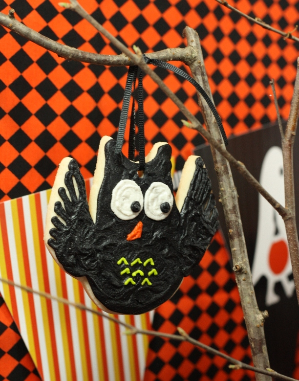 the-celebration-shoppe-candy-corn-collection_owl-cookie1