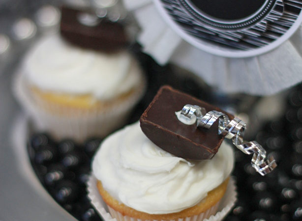 The celebration shoppe hershey bliss graduation hat cupcake wl2