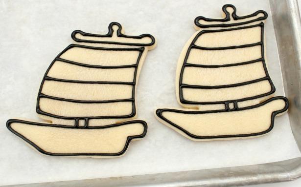 Pirate ship cookie tutorial step 1
