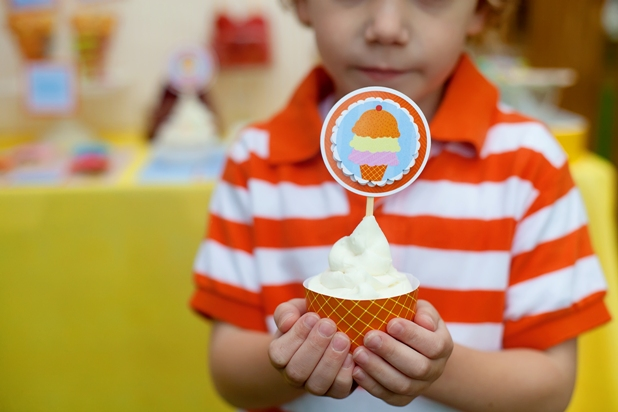 The celebration shoppe ice cream party kid with cupcake