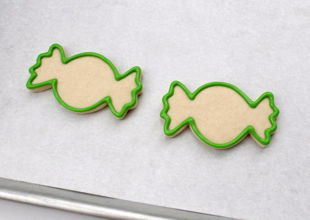 Little green space alien cookies step 11