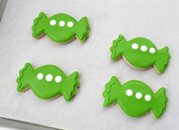Little green space alien cookies step 4