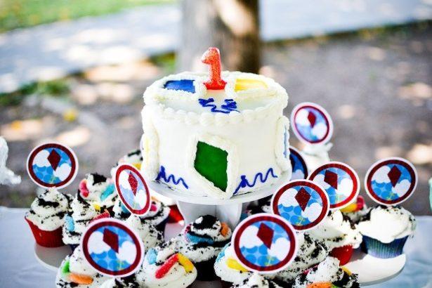 Real kite birthday party cupcakes