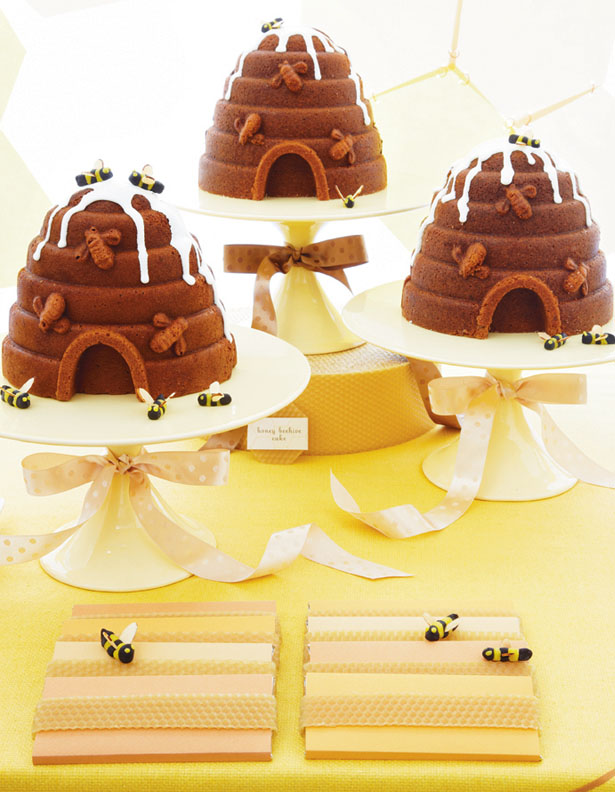 Amy atlas sweet designs book bee hive cakes