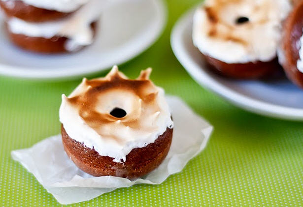 Bedifferentactnormal donuts