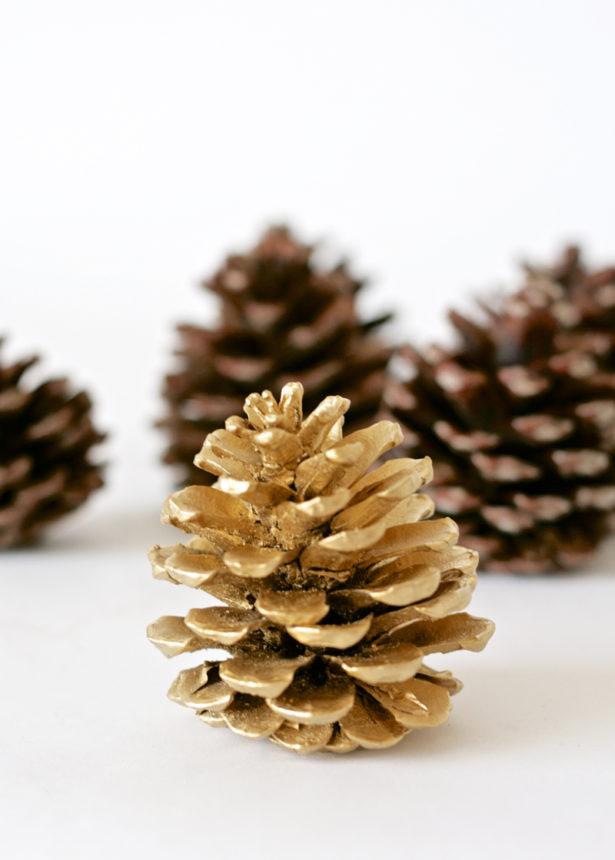 Pine Toss Christmas Game | Paging Supermom via TheCelebrationShoppe.com