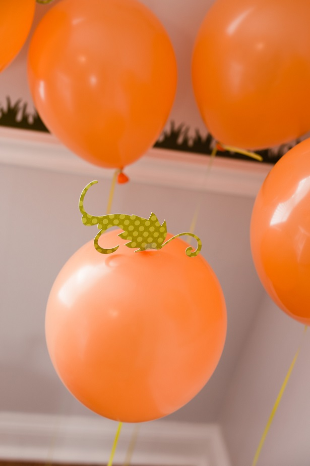 Create a simple balloon pumpkin patch for Halloween   Kim Byers, TheCelebrationShoppe.com