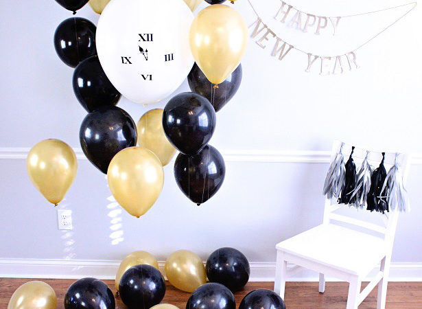 1 nye photo booth countdown clock balloon kim byers 9563crwl