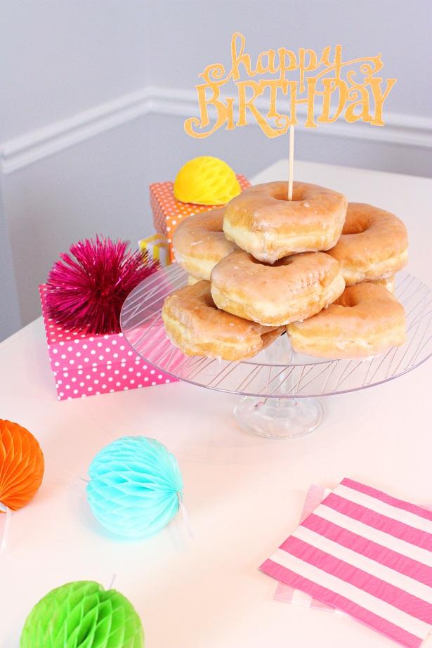 DIY Birthday Party Cake Plate | @kimbyers TheCelebrationShoppe.com