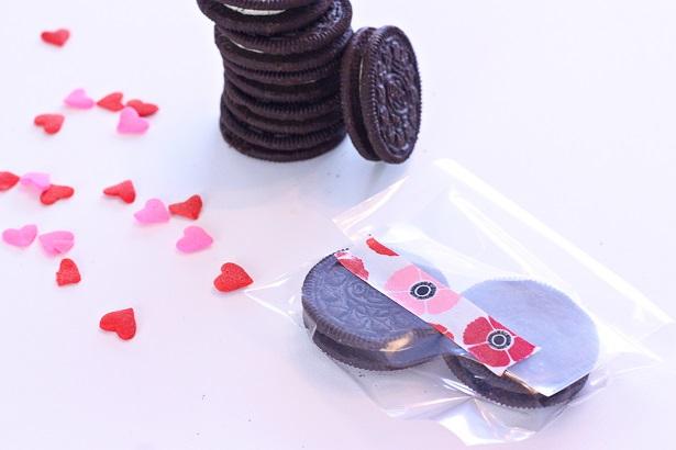 Simple OREO treat idea for parties | @kimbyers