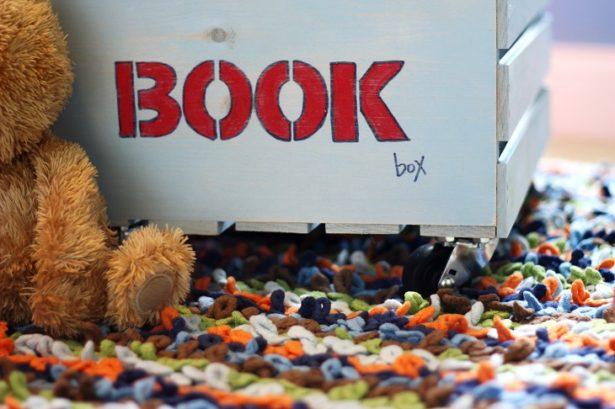 3-DIY-Book-Storage-On-Wheels-Kim-Byers-1128
