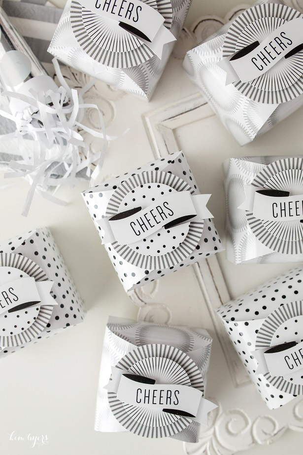 Black and White Cheers Favor Boxes