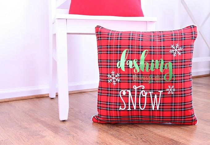 4-Dashing-Through-The-Snow-Pillow-Kim-Byers-8860-680