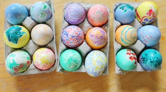 Best Easter Egg Decorating Ideas Melted Crayon | Artful Parent