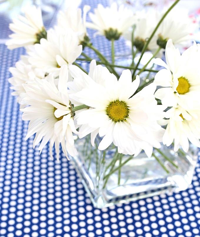 8 simple white flower centerpiece kim byers 84032