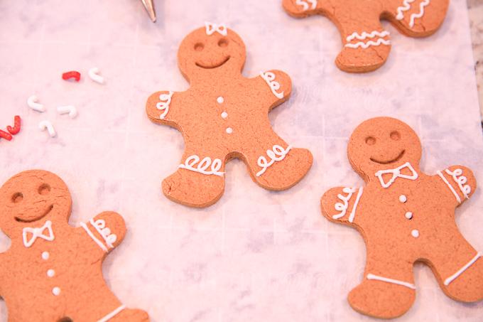 2 no spread gingerbread men cookies 0256