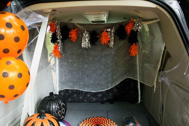 How To Hang Backdrop For Trunk Or Treat Kim Byers